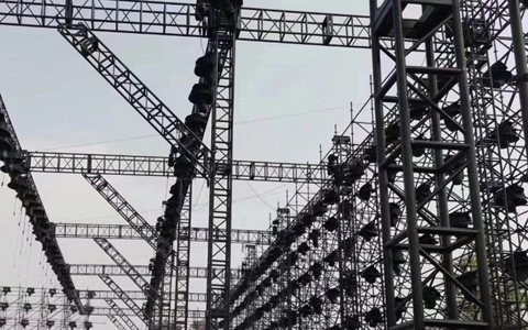 Black lighting truss system for outdoor big concerts in America